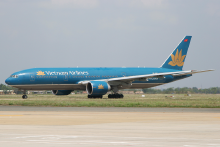 vn-800px-vietnam-airlines-boeing-777-200er-vn-a141-sgn-2008-4-6